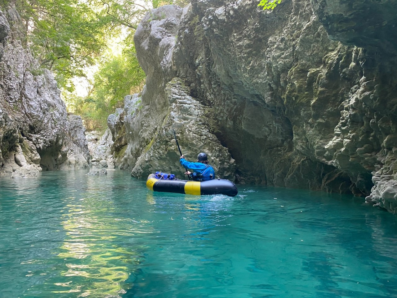 Faire du canoe kayak à Bourg-Saint-Maurice, découvrez la nouvelle activité de descente le packraft!