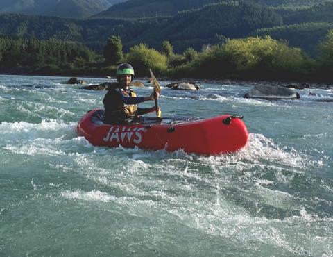 activité hors des sentiers battu - le packraft un canoé-kayak sur l'isère