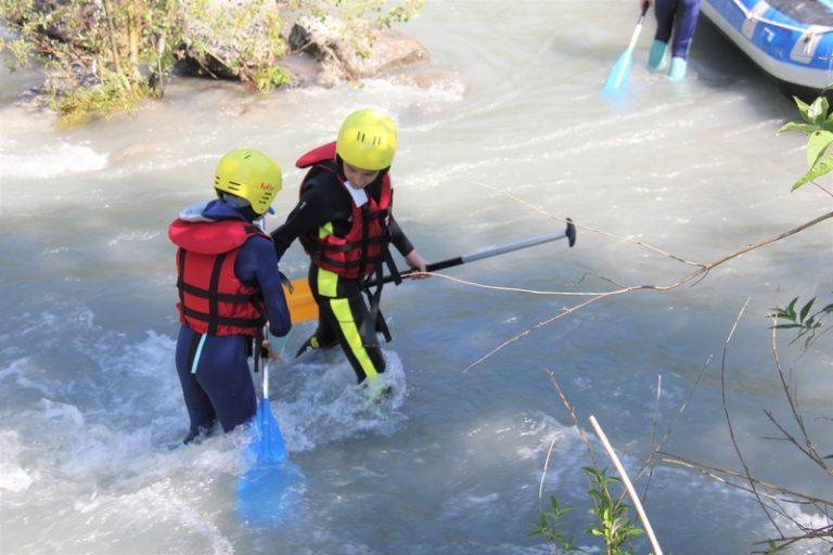 Le rafting est une activité qui amène une entraide et un travail d'équipe génial! Faire du rafting à Bourg-saint-Maurice sur l'Isère, c'est plus qu'une option !